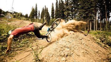 Бесплатные фото ситуации,падение,велосипед,шлем,фото камера,песок,пыль