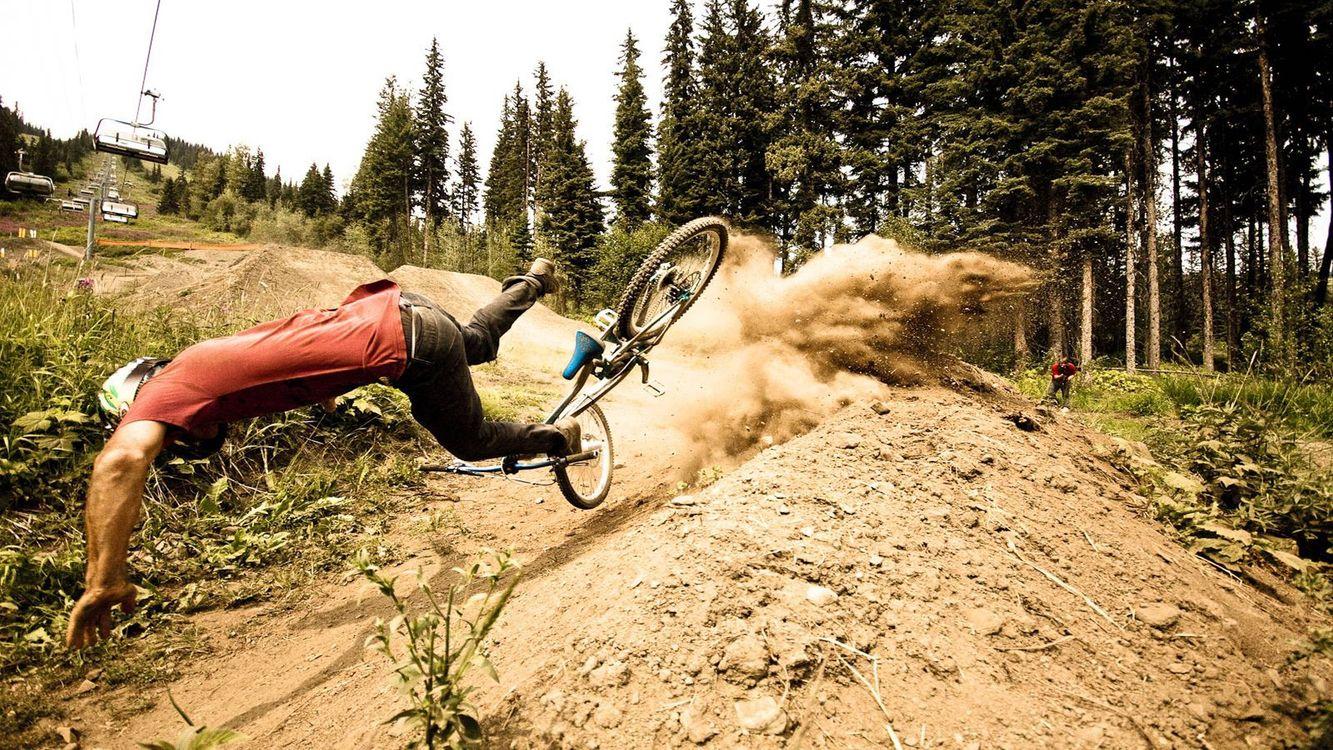 Фото бесплатно ситуации, падение, велосипед, шлем, фото камера, песок, пыль, спорт, спорт