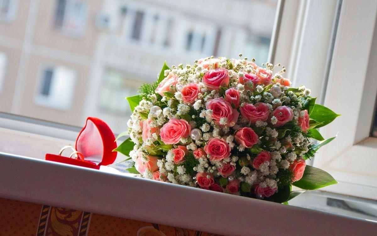 Фото бесплатно кольца, коробка, букет, цветы, розы, ромашки, листья, разное