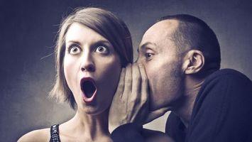 Бесплатные фото шушукаемся, женщина, мужчина, шепотом, на ушко, информация, удивление