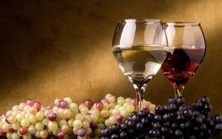 Фото бесплатно бокалы, вино, красное, белое, виноград, ягода, напитки