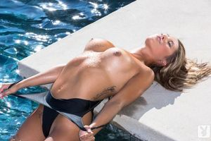 Бесплатные фото breast, nipples, water, tattoo, playboy, model, эротика