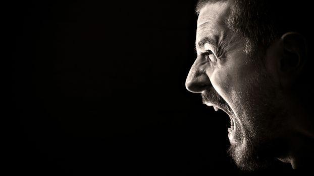 Бесплатные фото человек,мужчина,эмоции,зубы,глаза,крик,брови,волосы,фон,черный,мужчины,ситуации