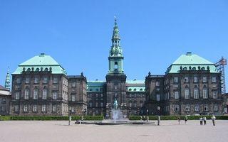 Бесплатные фото дом,здание,сооружение,крыши,окна,фонтан,скульптура