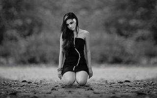Фото бесплатно девушка, земля, колени