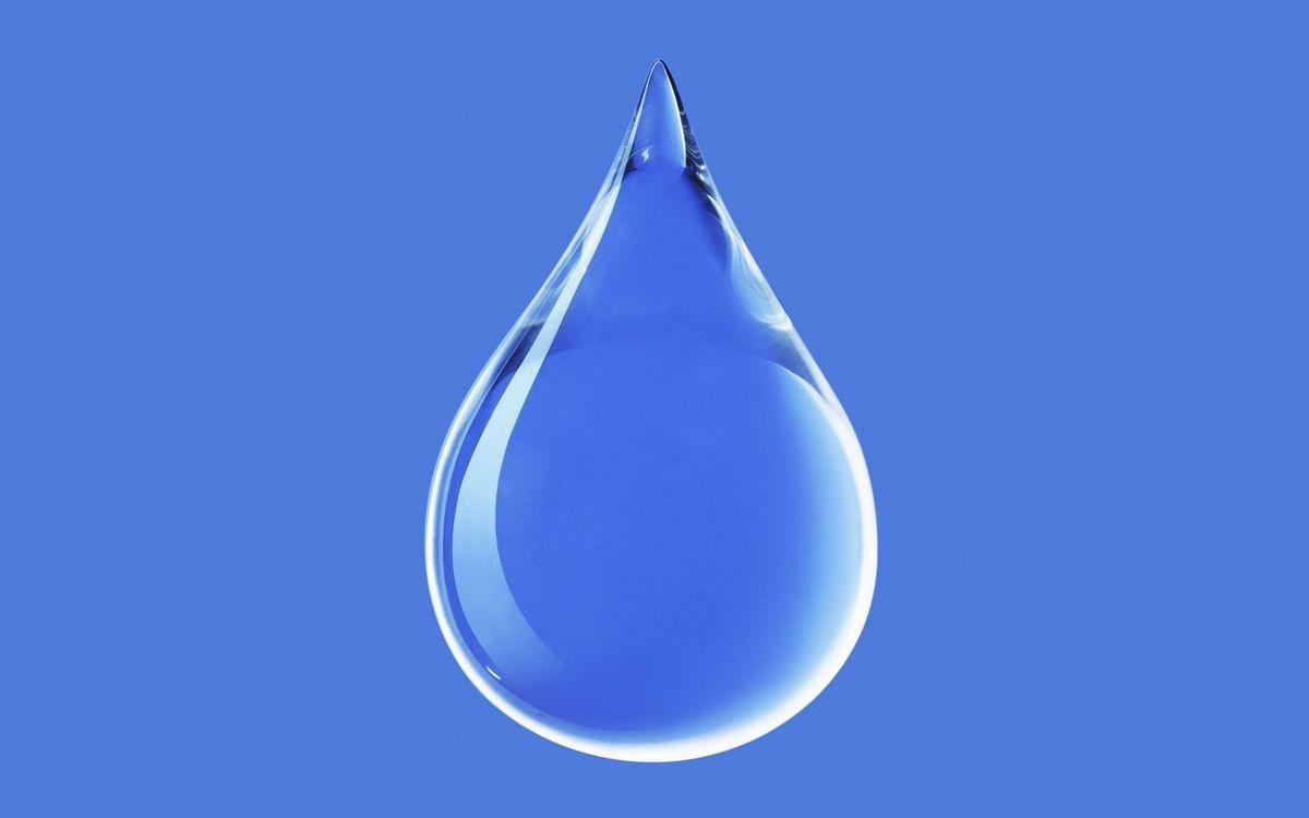 Фото бесплатно капля, вода, прозрачная, фон, голубой, минимализм, минимализм
