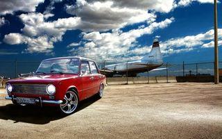 Бесплатные фото копейка,красная,тюнинг,диски,аэропорт,самолет,забор