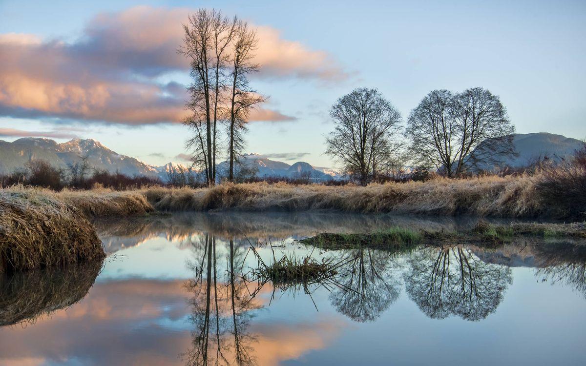Фото бесплатно осень, заморозки, иней, река, деревья, горы, природа