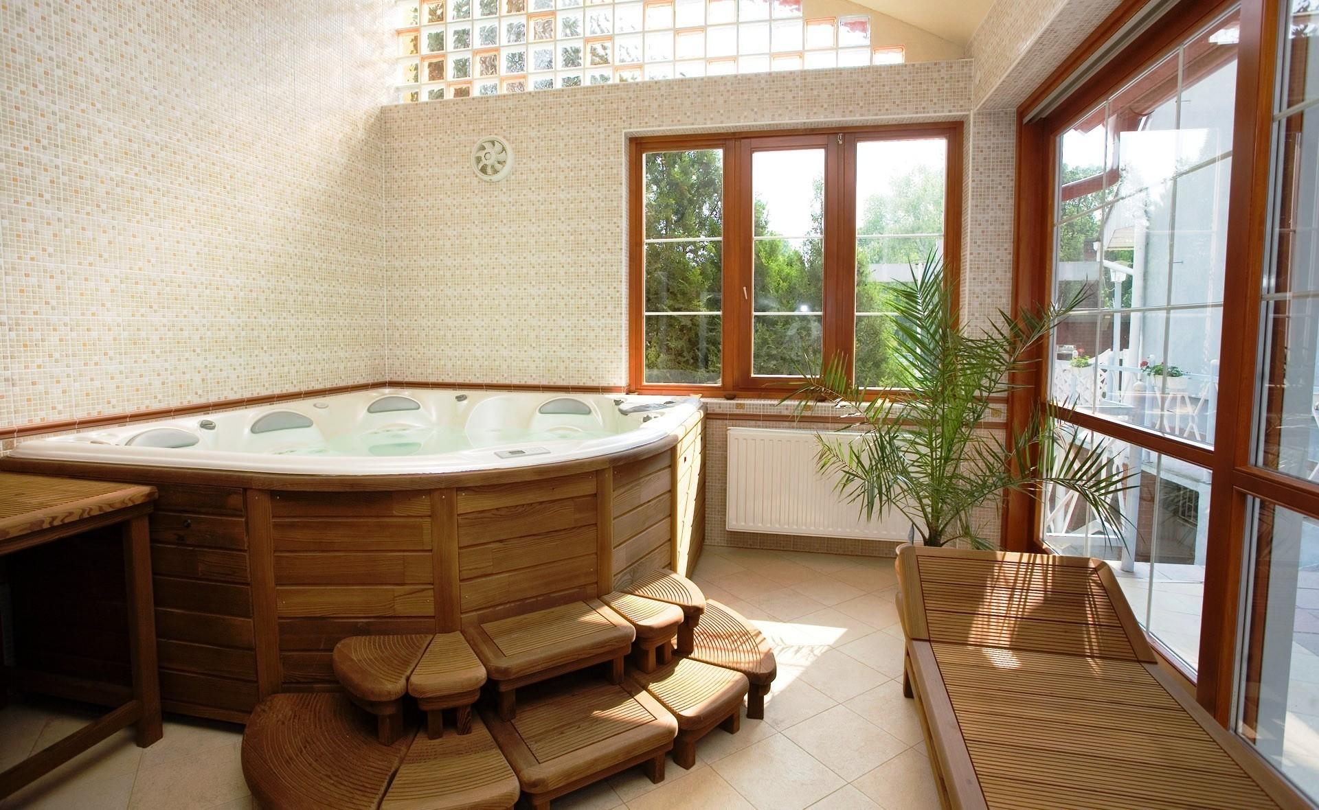 ванна, окно, плитка