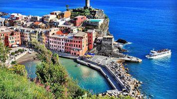 Бесплатные фото дома, море, корабль, деревья, причал, камни, город
