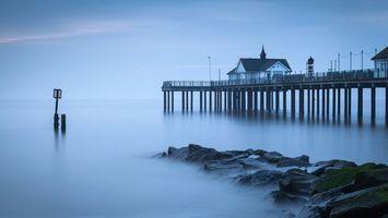 Бесплатные фото море, камни, туман, дома, сваи, пристань, пейзажи