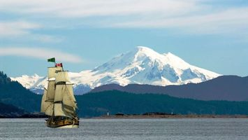 Бесплатные фото море,волны,горы,снег,корабль,паруса,природа