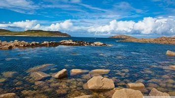 Бесплатные фото море,скалы,берег,небо,облака,камни,трава