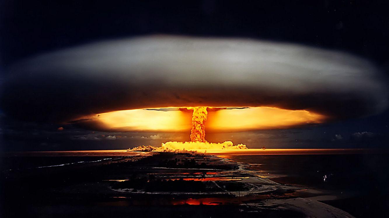 Фото бесплатно обои, ядерный, атомный, взрыв, ночью, испытания, ядерного, оружия красивый, гриб, взрыва, оружие, оружие
