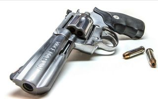 Бесплатные фото оружие,пистоле,револьвер,пули,стрелять