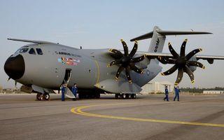 Заставки самолет, крылья, винты, шасси, экипаж, проверка, авиация