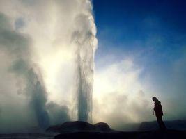 Бесплатные фото вода,брызги,человек,камни,небо,туман,природа