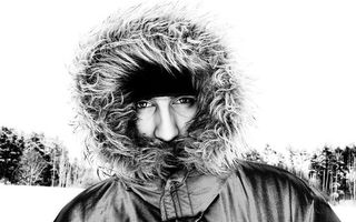 Заставки зима,холод,снег,черно-белый,капюшон,мех,эскимос