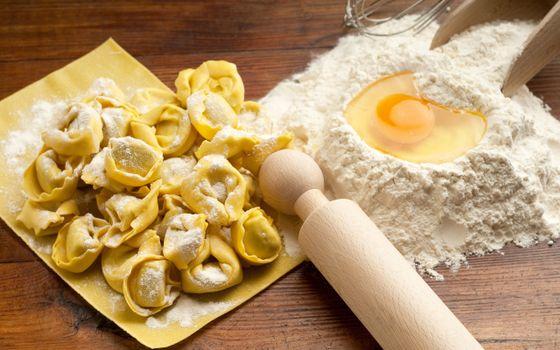Бесплатные фото еда,тесто,мука,яйцо,пельмени,скалка