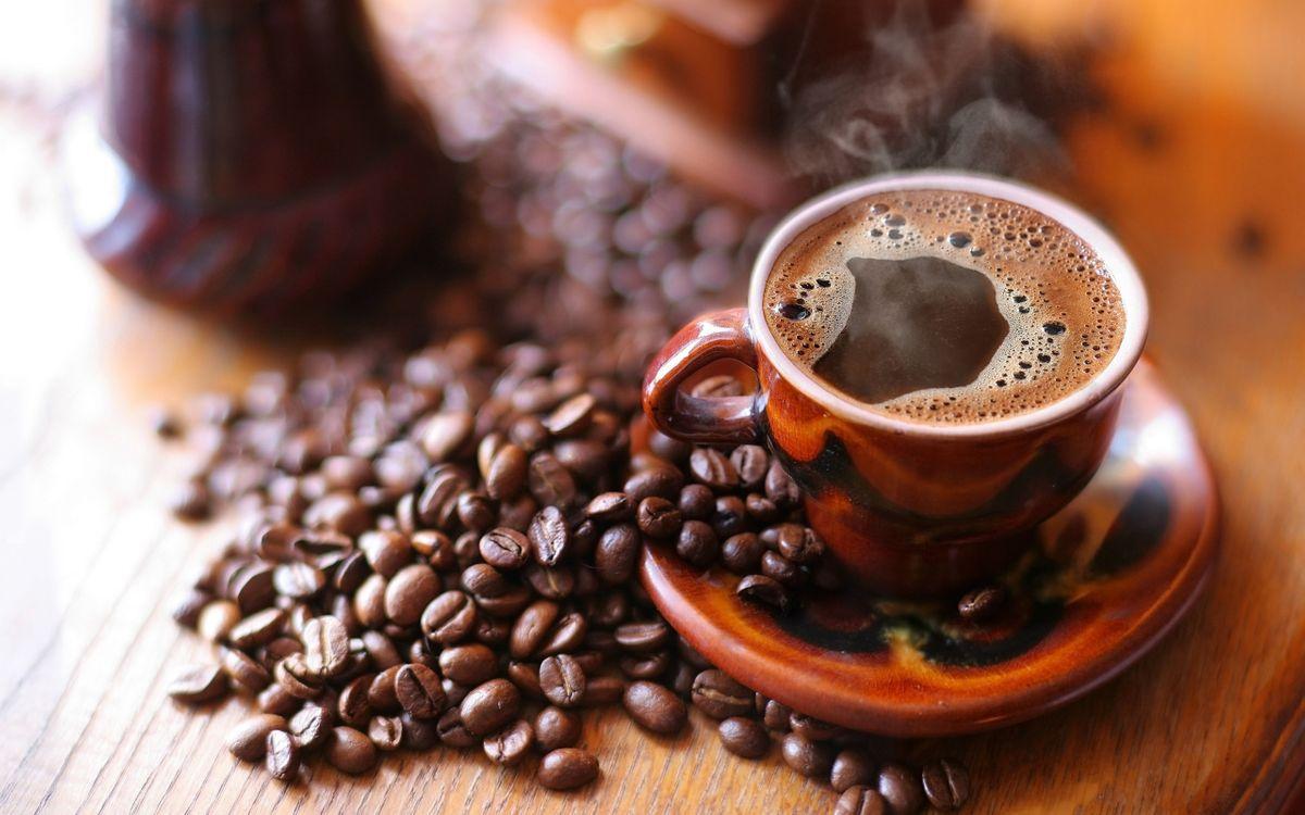 Фото бесплатно чашка, кофе, пар, пенка, блюдце, зерна, напитки, напитки