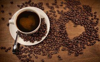 Бесплатные фото чашка,кофе,блюдце,ложка,зерна,сердечко,стол