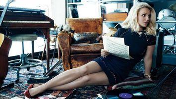 Фото бесплатно ноты, гитара, блондинка