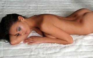Бесплатные фото девушка, голая, глаза, тени, волосы, эротика, девушки