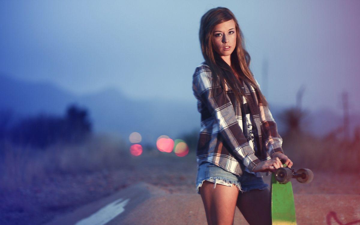 Фото бесплатно девушка, скейт, прическа - на рабочий стол