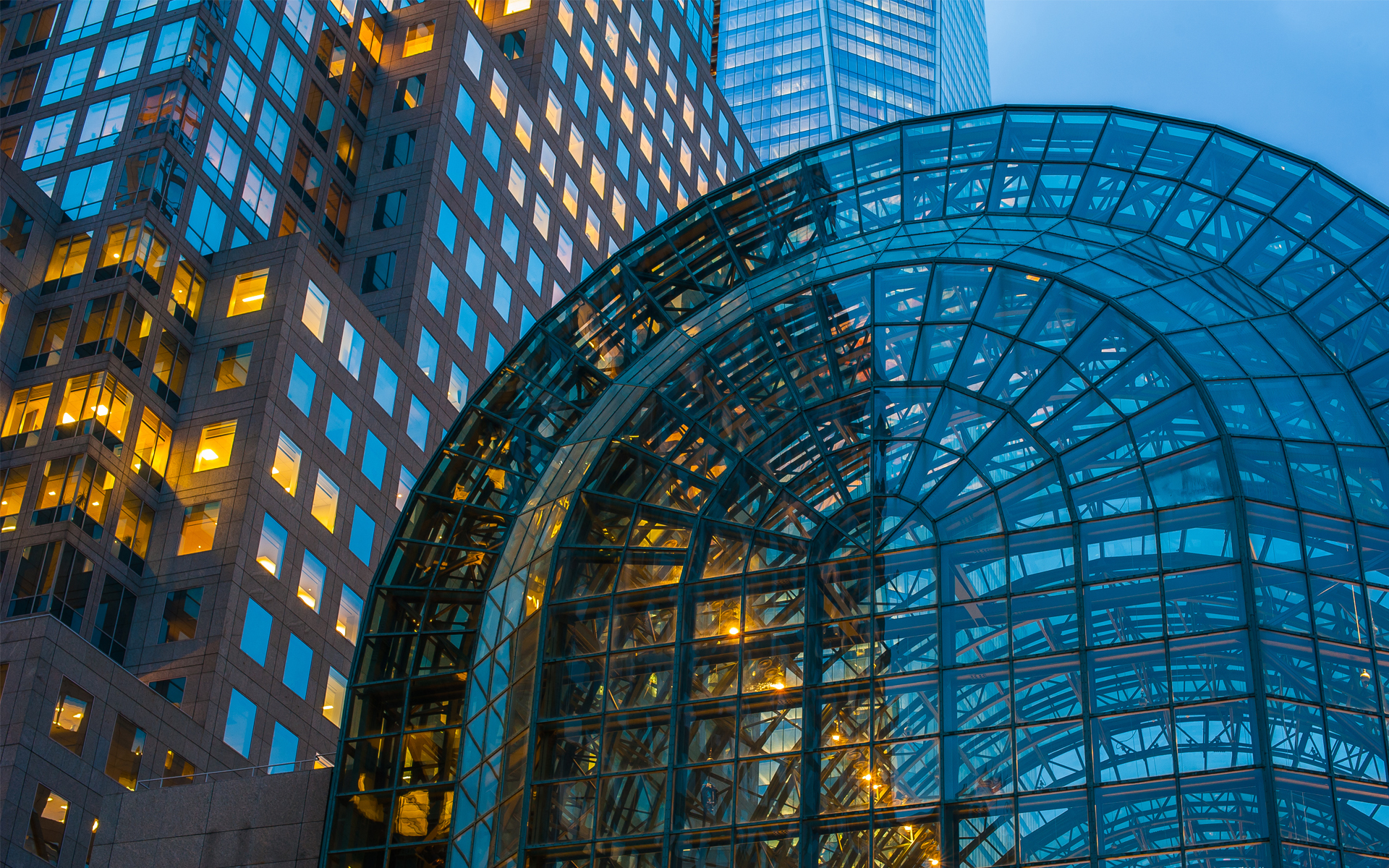 овальное стеклянное здание  № 2214462 загрузить