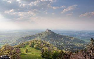 Бесплатные фото холмы,деревья,трава,гора,замок,небо,облака