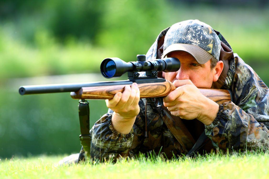 Фото бесплатно охотник, кепка, ружье - на рабочий стол