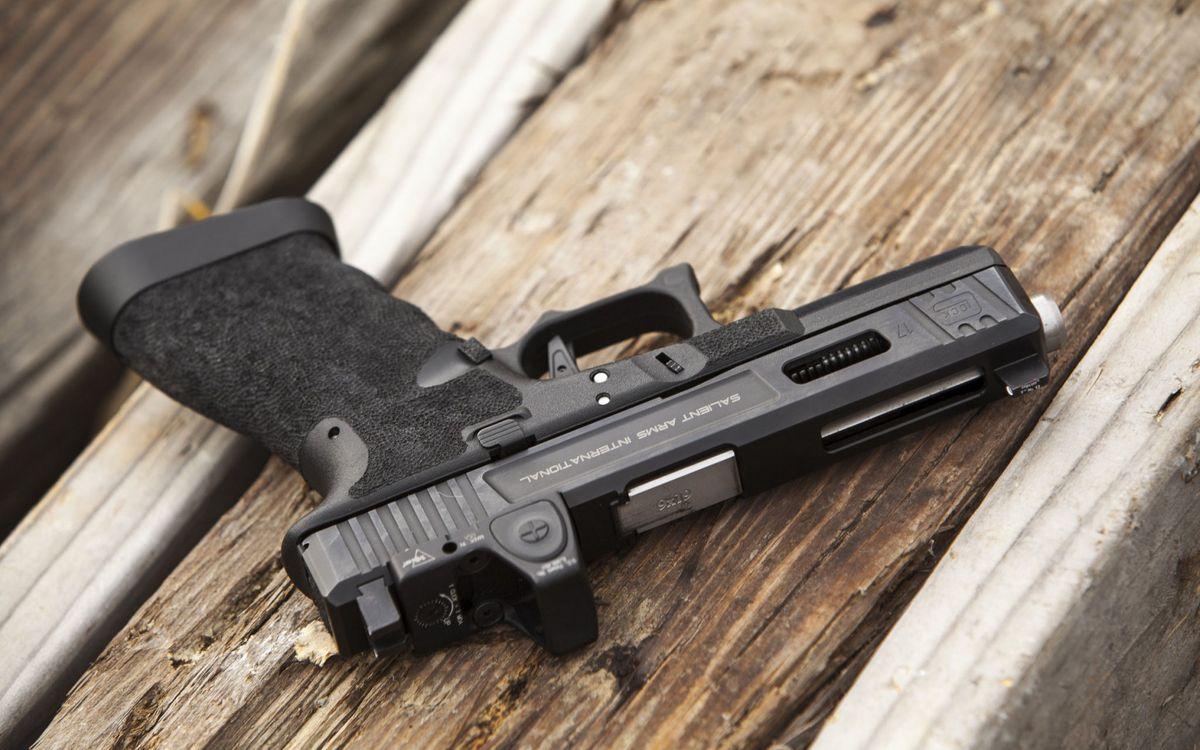 Photos for free pistol, black, hilt - to the desktop