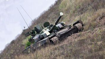 Бесплатные фото танк,т-90,ствол,антенны,гусеницы,трава,небо