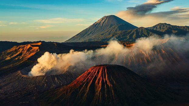 Заставки горы,вулканы,жерло,дым,деревья,природа,пейзажи