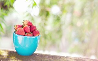 Бесплатные фото клубника,ягода,красная,чашка,голубая,полная,еда