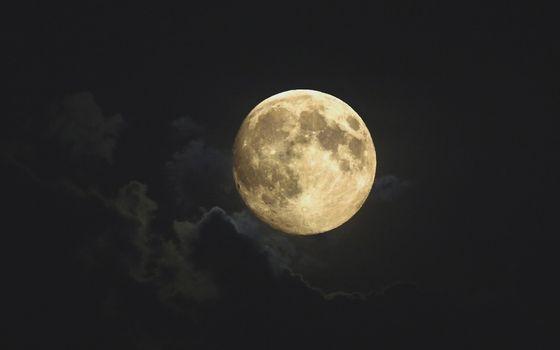 Фото бесплатно ночь, небо, облака, луна, полная, свет, природа