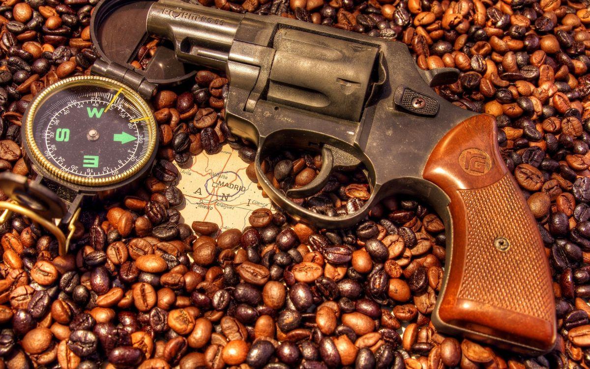 Фото бесплатно пистолет, револьвер, кофе - на рабочий стол