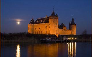 Фото бесплатно замок, крепость, река, море, вода, луна, небо, ночь, катер, город