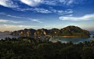Обои бухта, городок, дома, остров, горы, растительность, море, яхты