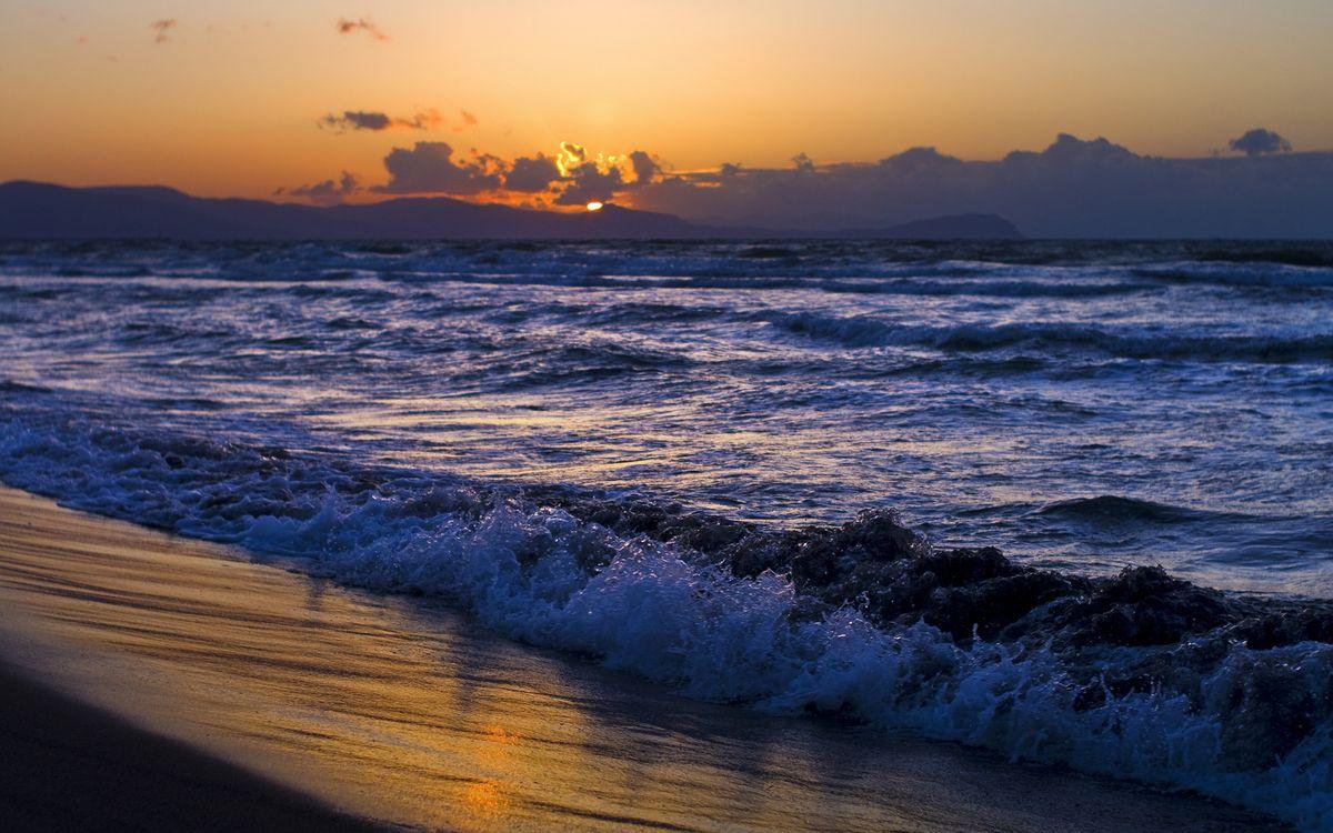 Обои солнце, волны, вечер картинки на телефон