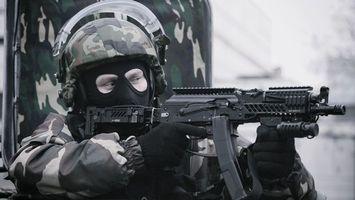 Бесплатные фото солдат,автомат,прицел,приклад,шлем,стекло,форма