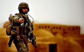 Обои солдат, костюм, форма, одежда, шлем, война, учения, приказ, мужчины