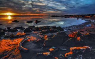 Бесплатные фото солнце,закат,небо,море,камни,песок,пейзажи