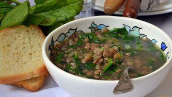 Бесплатные фото суп,тарелка,ложка,зелень,хлеб,салат,еда