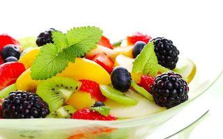 Обои ягоды, ежевика, клубника, киви, десерт, сладости, листья, еда