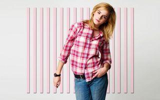 Обои эмма уотсон, фото, плакат, заставка, актриса, знаменитость, рубашка, одежда, стена, джинсы, часы, девушки