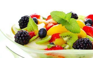 Бесплатные фото фрукты,ежевика,киви,клубника,мята,листья,тарелка