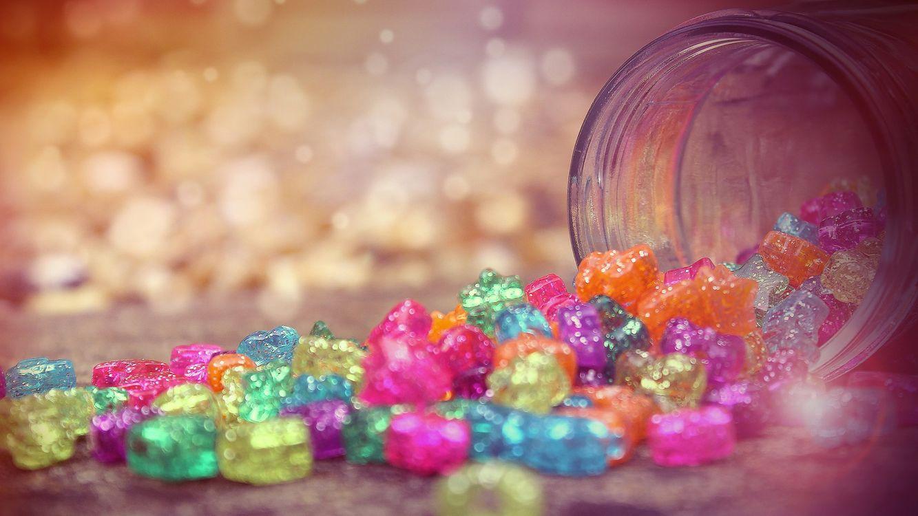 Фото бесплатно конфеты, банка, сладости, десерт, фон, розовый, фигурки, маленькие, еда, разное, разное