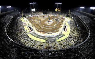 Бесплатные фото мототрек,гонки,стадион,трибуны,зрители,свет,спорт