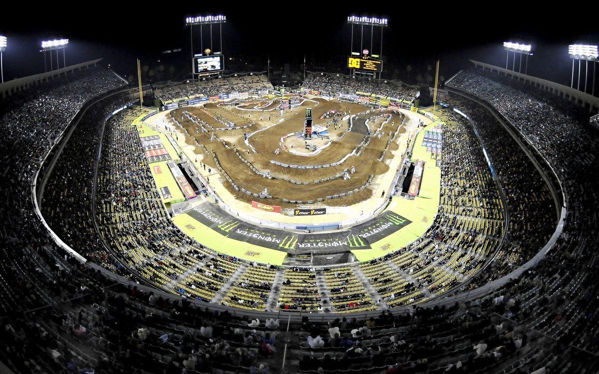 Фото бесплатно мототрек, гонки, стадион, трибуны, зрители, свет, спорт, спорт - скачать на рабочий стол